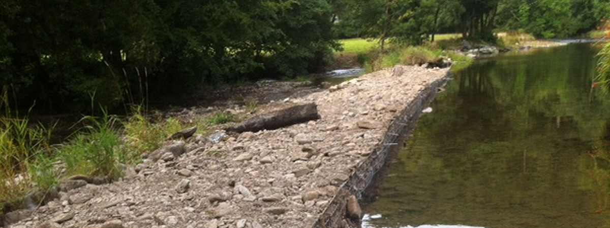 Temporary repair on the weir